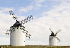 Twee Windmolens Stock Afbeeldingen
