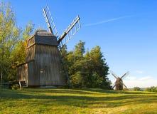 Twee windmolens royalty-vrije stock foto