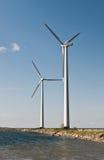 Twee windturbines Royalty-vrije Stock Afbeelding