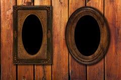 Twee wintage foto-kaders op houten achtergrond Stock Foto's
