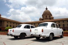 Twee witte auto's Royalty-vrije Stock Foto's