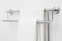 Twee witte badhanddoeken royalty-vrije stock fotografie