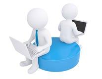 Twee witte 3d mensenzitting bij laptops Royalty-vrije Stock Foto