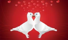 Twee witte duiven met vele rode harten Royalty-vrije Stock Afbeelding
