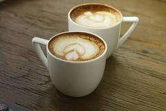 Twee witte koppen van koffie Royalty-vrije Stock Afbeelding