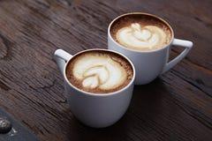 Twee witte koppen van koffie Stock Afbeelding