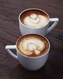 Twee witte koppen van koffie Royalty-vrije Stock Foto's