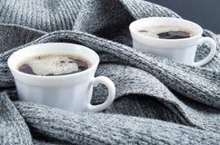 Twee witte koppen van koffieclose-up Royalty-vrije Stock Fotografie