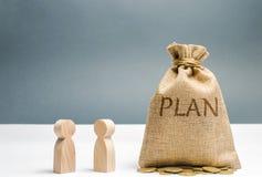 Twee zakenlieden bespreken het plan van uitgaven en financiën Financieel investeringen en doel die een plan zetten in actie stock fotografie