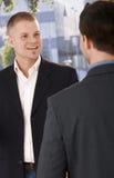 Twee zakenlieden het samenkomen Stock Foto