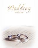 Twee zilveren bruiloftringen Stock Foto's