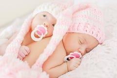 Twee zoete tweelingen royalty-vrije stock foto's