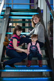 Twee zusters en hun kindermeisje. Royalty-vrije Stock Afbeeldingen
