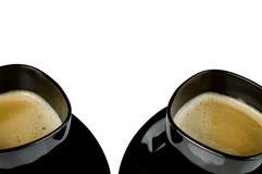 Twee zwarte koffiekoppen over wit. Royalty-vrije Stock Fotografie