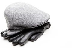 Tweed nakrętki czerni rzemiennych rękawiczek bielu popielaty tło zdjęcie royalty free