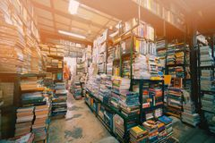 Tweede handboekhandel in Chatuchak-Weekendmarkt stock foto