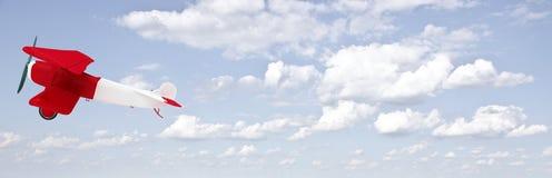 Tweedekker in de hemel met wolken Royalty-vrije Stock Afbeeldingen