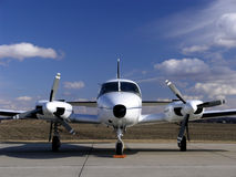 Tweeling motor bedrijfsvliegtuig Royalty-vrije Stock Afbeelding