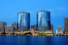 Tweeling torens, de kreek van Doubai, de V.A.E stock foto's