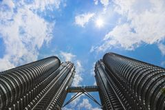 Tweeling torens, hemel en zon - Kuala Lumpur Stock Foto's