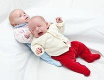 Tweeling zusters BIB. stock afbeelding