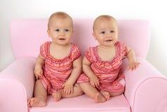 Tweelingbabymeisjes Stock Afbeeldingen