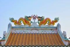 Tweelingdraken op het Chinese tempeldak Royalty-vrije Stock Foto