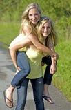 Tweelingen in de zomer Royalty-vrije Stock Foto
