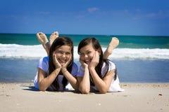 Tweelingen en oceaan Royalty-vrije Stock Fotografie