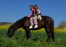 Tweelingen en paard Royalty-vrije Stock Afbeelding