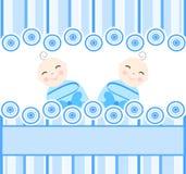 tweelingen jongens op blauwe gestreepte achtergrond Royalty-vrije Stock Afbeelding