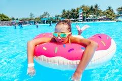 Tween dziewczyna w woda parku Zdjęcia Royalty Free