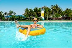 Tweenmädchen im Wasserpark Lizenzfreie Stockfotografie