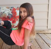 Tweenmodell Demonstrates Gymnastics Ability royaltyfri bild
