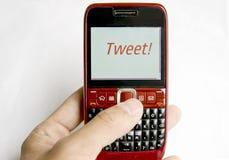 Tweet auf einem Handy Stockfoto