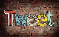 Tweet-Konzepte und Backsteinmauer im Hintergrund Stockbilder