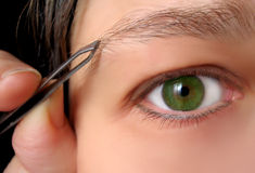 Tweezing brows Royalty Free Stock Images