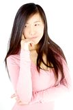Twijfelachtige Aziatische geïsoleerde vrouw royalty-vrije stock afbeelding