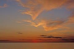 Twilght和云彩在日落以后在海洋 库存照片