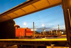 twiligh för en ho för drev för bilfraktar järnväg skjuten Royaltyfria Bilder