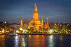 Twilight взгляд виска Wat Arun Стоковая Фотография RF