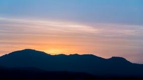 Twilight небо и гора Стоковые Изображения RF