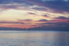 Twilight небо на море Стоковые Изображения