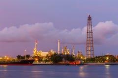 Twilight нефть деррик-крана стоковое изображение rf