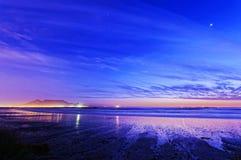 Twilight пляж города Стоковые Изображения