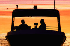 Twilight шлюпка на воде Стоковое Изображение RF