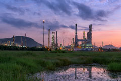 Twilight of oil refinery plant. Royalty Free Stock Photos