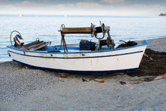 Old fishing boat on beach Royalty Free Stock Photos