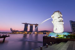 Twilight before sunrise at Merlion Stock Photography