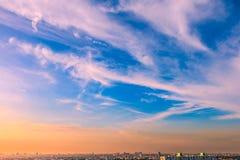 Twillight de coucher du soleil au-dessus de ville de Bangkok Photos stock